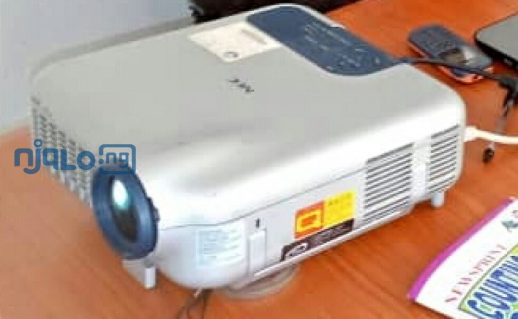 fairly-used-projector-for-sale-at-affordable-price-big-0