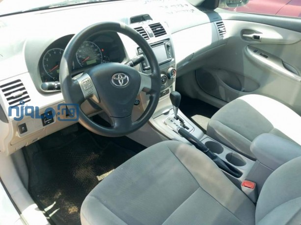 toyota-corolla-2013-model-white-big-4