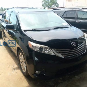 Toyota Sienna 2012 model black