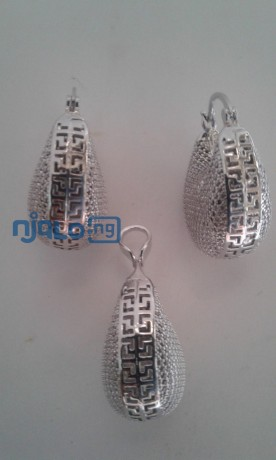 sunbelle-earrings-with-pendant-big-1