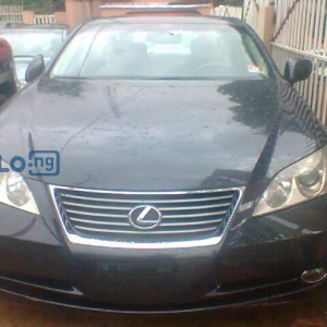 BEAUTIFUL BLACK COLOURED LEXUS ES 350 THIS ONE WILL MAKE YOU HOLD YOUR BREATH.