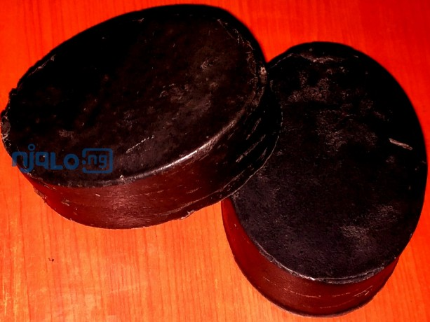 activated-charcoal-soap-for-deep-cleansing-and-exfoliation-big-0