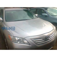 toyota-camry-le-small-0