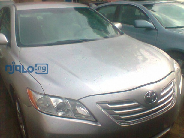 toyota-camry-le-big-0