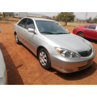 toyota-camry-2004-small-0