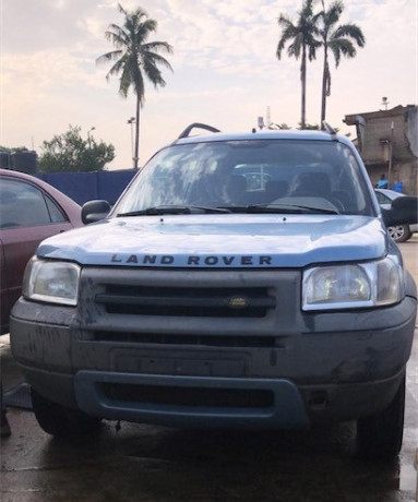 barely-used-foreign-land-rover-for-13m-only-big-2