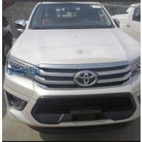 2020-toyota-hilux-small-0