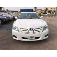 pearl-white-2011-toyota-camry-small-0
