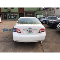 pearl-white-2011-toyota-camry-small-4