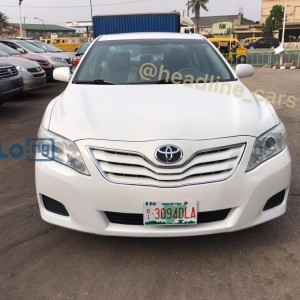 PEARL WHITE 2011 TOYOTA CAMRY