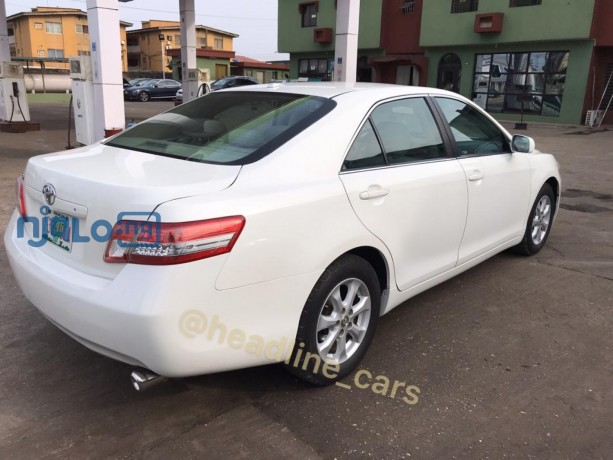 pearl-white-2011-toyota-camry-big-3