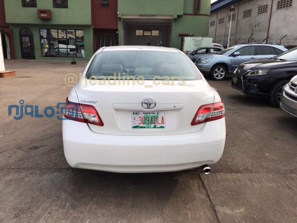 pearl-white-2011-toyota-camry-big-4