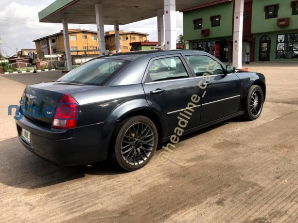 2007-chrysler-300-big-1